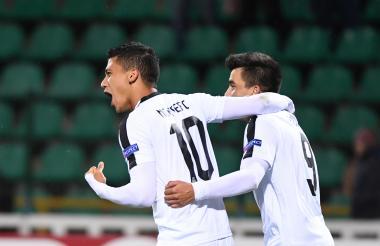Fredy Montero, delantero del Sporting de Lisboa, celebra su gol ante el cuadro ucraniano.