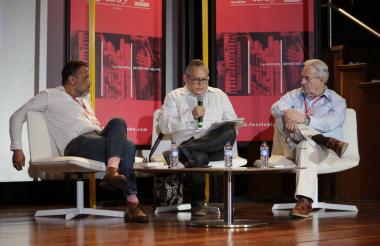 Los escritores Alonso Sánchez Baute, Ariel Castillo y Gonzalo Celorio durante el conversatorio.
