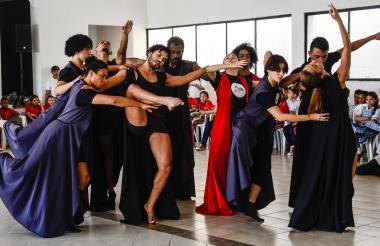 Los 12 bailarines profesionales de este grupo han llegado a Europa, Asia y África con su proyecto.