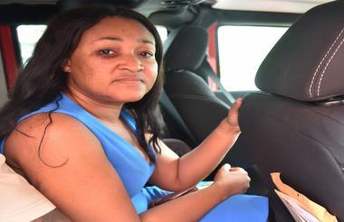 La alcaldesa y actriz haitiana Nice Simon con su rostro magullado.