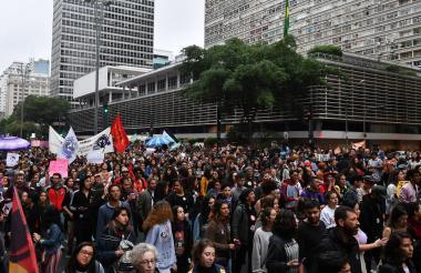 Los candidatos que compiten por ser el próximo presidente de Brasil están haciendo intentos de último momento para atraer a los votantes indecisos antes de la primera ronda de este domingo.