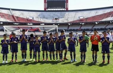 Los niños tailandeses en el estadio Monumental.