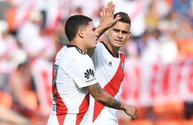 Juan Fernando Quintero y Rafael Santos Borré anotaron ante Sarmiento de Resistencia.