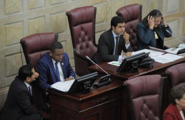 Sesión de la Comisión Primera de la Cámara de Representantes, donde se discuten asuntos constitucionales.