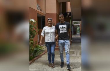 Willer Ditta posa para EL HERALDO junto a su madre, Nuelvis Elena Pérez.