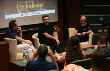 Marco Schwartz, director de EL HERALDO, Cristian Alarcón, fundador de Anfibia, Omar Rincón, periodista y académico, durante el conversatorio.