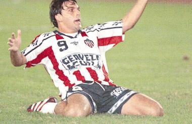 Daniel Tílger festejó dos goles para Junior en el estadio Eduardo Santos de Santa Marta.