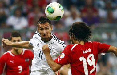 Klose, jugador alemán especialista en goles de cabeza.