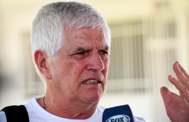 El entrenador Julio Comesaña analiza a Santa Fe.