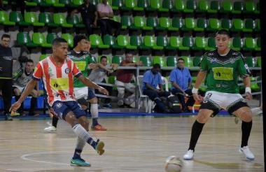 Acción del juego entre Independiente Barranquilla ante el Bello Real Antioquia.