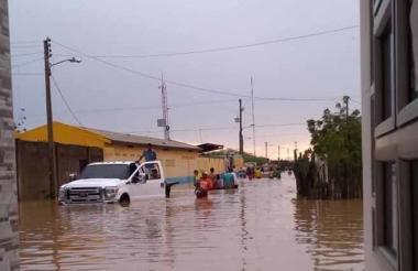 Así permanecen algunas calles de Uribia tras los fuertes aguaceros de las últimas horas,