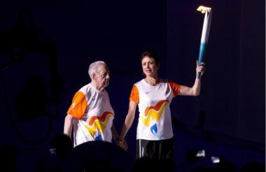 Como hace 50 años, Enriqueta Basilio volviói a encender el fuego olímpico.
