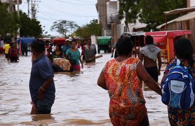 Una de las calles de Uribia inundadas a causa de las fuertes lluvias.