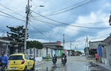 En el barrio Rebolo un transformador eléctrico alimenta varias calles del sector, según los vecinos.