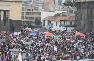 Estudiantes marchando en Bogotá.