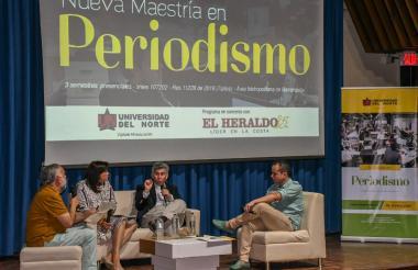 Juan Pablo Ferro, Martha Milena Barrios, Daniel Coronell y Farouk Caballero durante el conversatorio que sostuvieron en la Universidad del Norte.