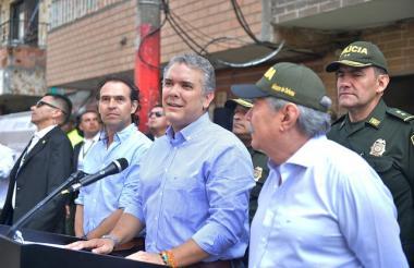 El presidente de la República, Iván Duque, en su recorrido para evaluar la seguridad de Medellín.