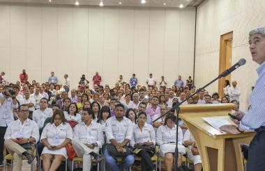 El ministro de Salud, Juan Uribe, durante su exposición en el foro de ayer.