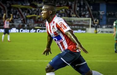 Daniel Moreno celebrando el primer gol de los dos que le marcó a Patriotas, el miércoles anterior. Ya suma cuatro en el semestre.