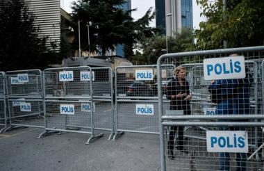 Barreras de la Policía en frente del consulado de Arabia Saudí en Estambul.