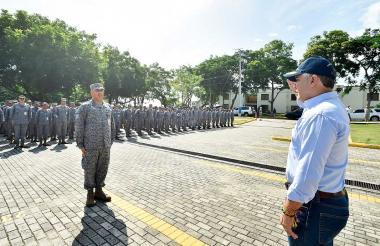 El presidente Duque saluda las tropas en Cacom 3.