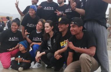 Angelina Jolie visitó el albergue de venezolanos San Juan de Lurigancho, en la capital Lima.