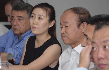 Martínez con la delegación china que vino a Sincelejo.