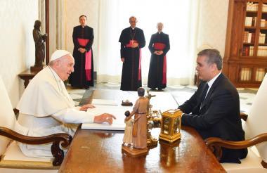 Duque en el despacho del Papa.
