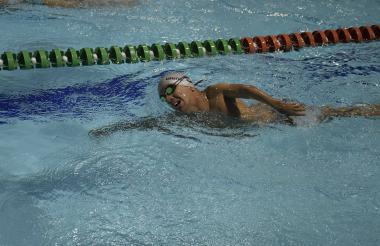 Luis Carlos Patiño nadando en el Complejo Acuático.