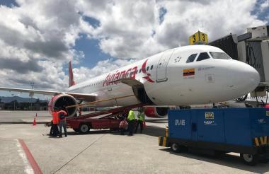 Avión de Avianca en el aeropuerto de Barranquilla.