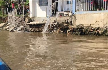 Más de 100 familias resultaron afectadas por el desbordamiento del río en Cabañas de Buritaca.