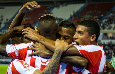 Junior espera dar hoy el primer paso a las semifinales de la Sudamericana, cuando se mida a Defensa y Justicia.