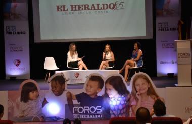La jefa de Opinión de EL HERALDO, Diana Arrieta en el diálogo que sostuvo con Martha Ligia Gómez y Liliana Pavón.