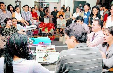 Shakira, reunida con periodistas y directivos de EL HERALDO, en diciembre de 1998.