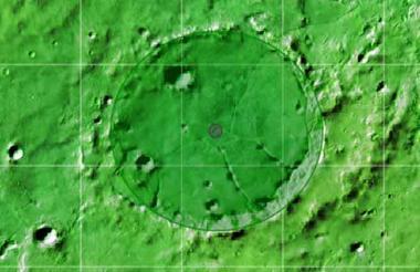 Lorica. En honor a Santa Cruz de Lorica recibió este nombre en 1976. Este cráter de impacto tiene un diámetro de 7.21 kilómetros.