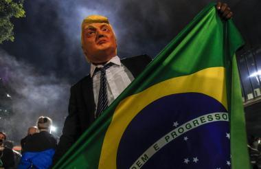 Una imagen del presidente de EEUU, Donald Trump, en las calles de Río tras el triunfo de Bolsonaro.