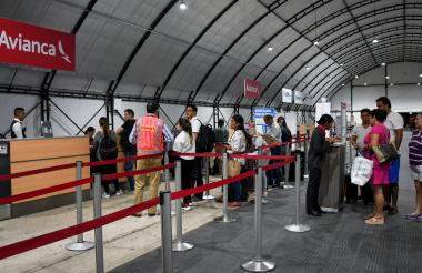 Usuarios de Avianca en la zona del Check-in.