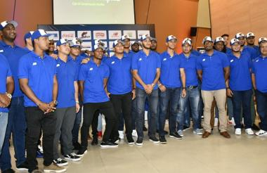 El equipo de los Caimanes durante la presentación oficial para la Liga Colombiana de Béisbol Profesional en Combarranquilla Country.