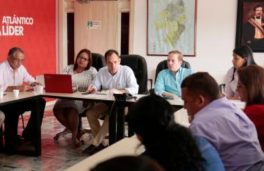 Guillermo Polo, secretario del Interior, y Rachid Náder, secretario jurídico, explican avances del proceso.