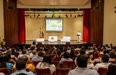 Momento en que Germán Bula Escobar, presidente del Consejo de Estado, se dirigía al público.