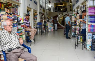 Libreros en el centro de la ciudad también aseguran que medida los afectaría.