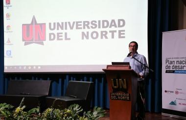 Adolfo Meisel, rector de la Universidad del Norte, durante su intervención en el debate sobre el plan de desarrollo.