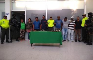 Los presuntos integrantes de la banda delincuencial.