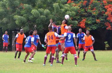 Jugadores del Unión Magdalena se preparan para el juego ante el Valledupar.