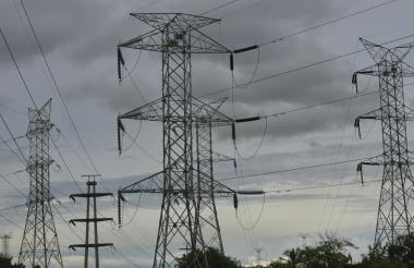 Torres de energía ubicadas en Avenida Las Torres en Barranquilla.