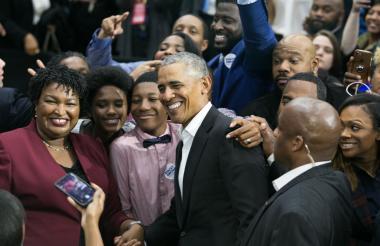 En Atlanta, Barack Obama llamó a sus simpatizantes a votar en las elecciones de mañana, y aprovechó para apoyar a Stacey Abrams, la mujer que podría convertirse en la primera gobernadora negra electa.