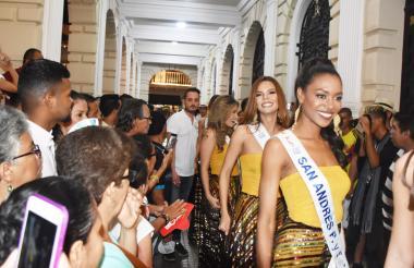 Las candidatas visitaron el pasado sábado la sede del Concurso Nacional de Belleza, ubicada en la Plaza de Bolívar, en el Centro Histórico de Cartagena.