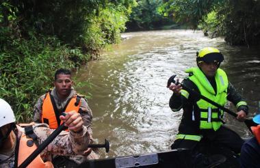 Aspecto de la búsqueda de los pequeños en el río Gaira, en Santa Marta.