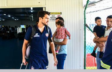 Sebastián Hernández a su llegada ayer a Barranquilla.