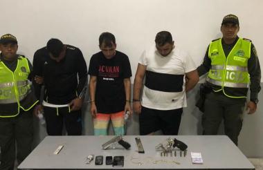 Los tres sujetos involucrados en el asalto a la vivienda de Puerto Colombia en la foto de reseña.